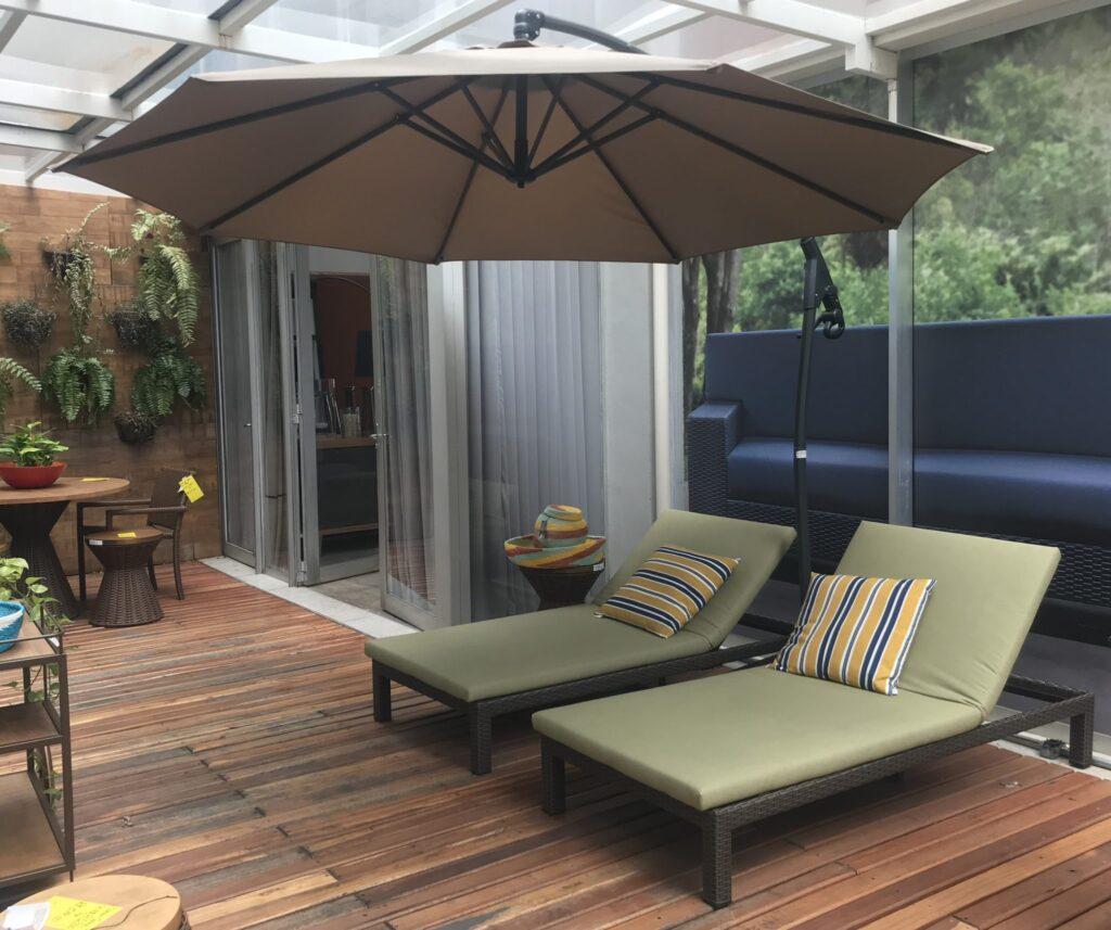Dicas no uso de móveis de fibras e ombrelones na sua casa